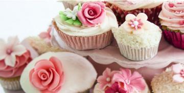 Cupcakes met passievruchten en roos